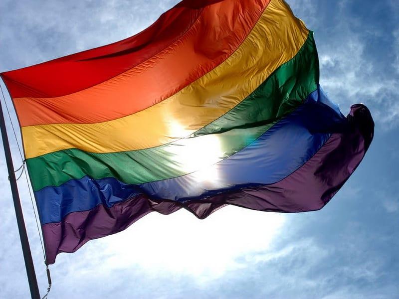 POVODOM 17. MAJA, MEĐUNARODNOG DANA PROTIV HOMOFOBIJE I TRANSFOBIJE: LGBT OSOBE TEŽE DA OSTVARE SVOJA PRAVA