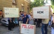 "PROTEST NOVINARA ""MAGYARSZÓA"" I ""HÉT NAPA"" U SUBOTICI:DOSTA ČISTKI I DIKTATURE SVM-A!"