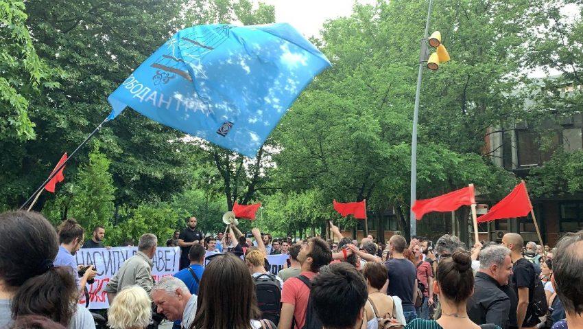 STUDENTI U NOVOM SADU PORUČILI DA NEĆE ODUSTATI OD PROTESTA, UPRKOS NASILJU