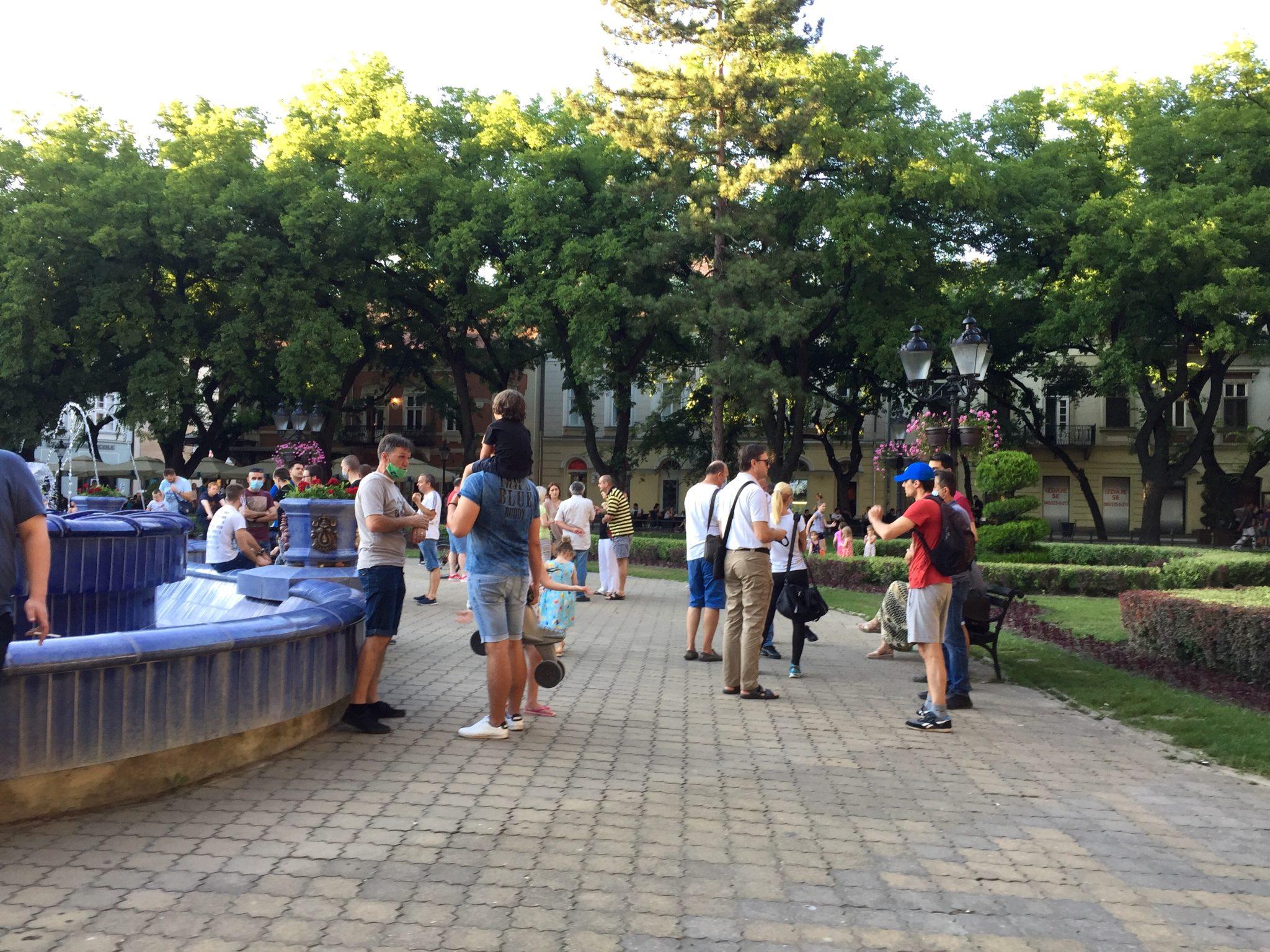 Održan drugi građanski protest u Subotici praćen muzikom sa razglasa (FOTO)